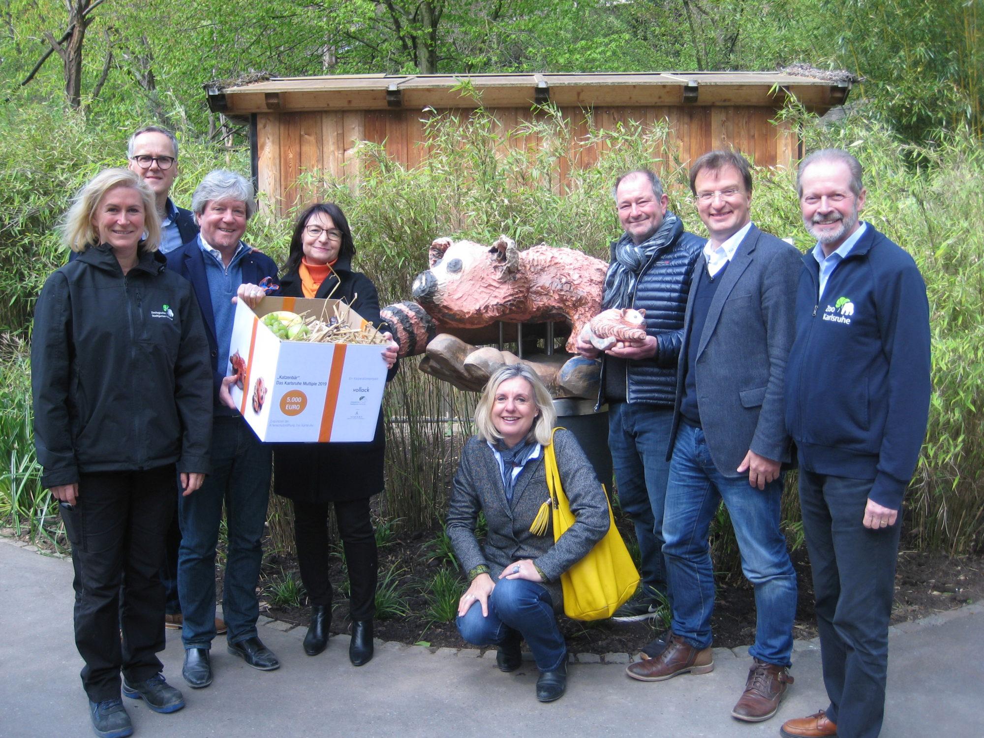 """Der XXL """"Katzenbär"""" steht nun bei seinen Artgenossen im Karlsruher Zoo"""